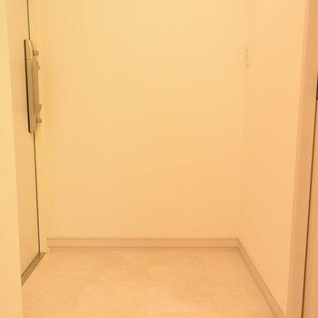 玄関もすっきりですね(※写真は7階の同間取り別部屋のものです)