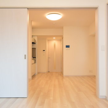 ドアを開けていればゆとりのある空間に(※写真は7階の同間取り別部屋のものです)