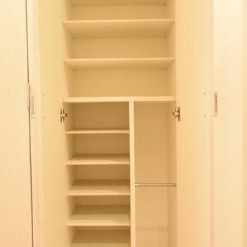 たくさんしまえるシューズボックス(※写真は7階の同間取り別部屋のものです)