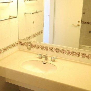 ホテルのような洗面台です。※写真は3階の同間取り別部屋のものです