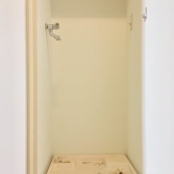 扉で隠せる洗濯機置場も! ※写真は3階の反転間取り別部屋のものです