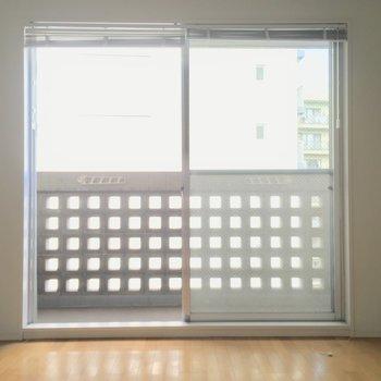 バルコニーの四角がポイントに! ※写真は3階の反転間取り別部屋のものです