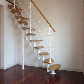 葉っぱのような螺旋階段を登って、、