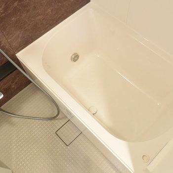 疲れを癒すお風呂は、追い焚き機能付き