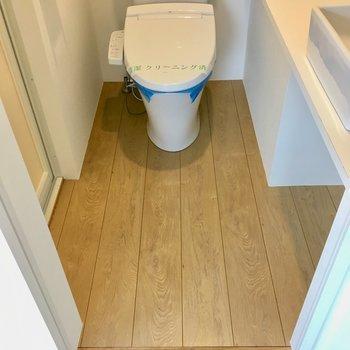 【3階】脱衣所。トイレと兼用です。
