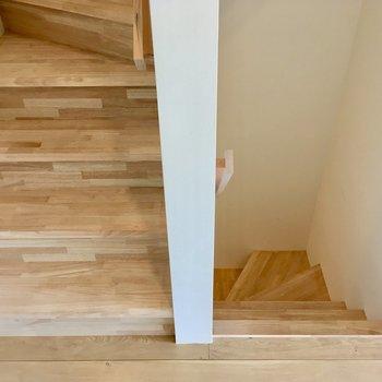 階段は無垢床です。