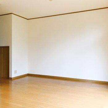 【LDK】テレビは壁側かな。