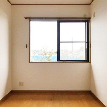 【東側洋室5帖】光が溢れます。