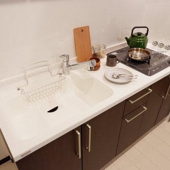 お料理好きの方も満足のキッチンです。※写真は2階同間取り別部屋のものです