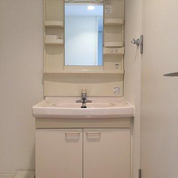 嬉しい独立洗面台※写真は2階の同間取り別部屋のものです