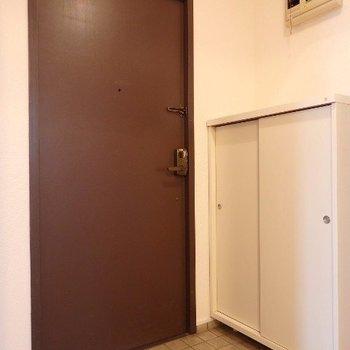 玄関広めです(※写真は4階の同間取り別部屋のものです)