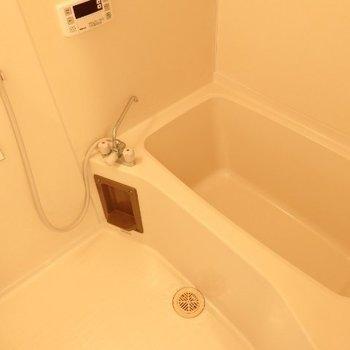 シンプルな浴室(※写真は4階の同間取り別部屋のものです)