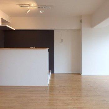 カウンターキッチン(※写真は4階の同間取り別部屋のものです)
