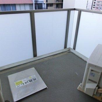四角なベランダ(※写真は8階の同間取り別部屋のものです)