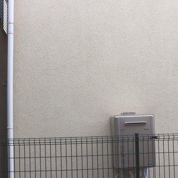 眺望はお隣さんの壁でした