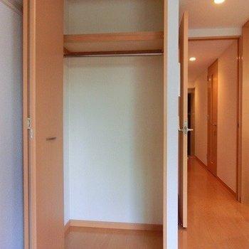 高さのあるクローゼット※写真は3階の同間取り別部屋のものです