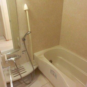 浴室乾燥、追い焚き付バスルーム※写真は3階の同間取り別部屋のものです