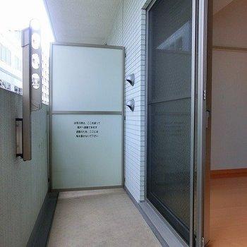 ベランダも広々※写真は3階の同間取り別部屋のものです