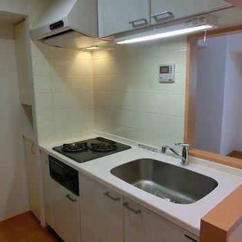 2口コンロの対面キッチン!※写真は3階の同間取り別部屋のものです