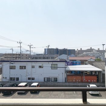 景色は、工場倉庫や住宅地。