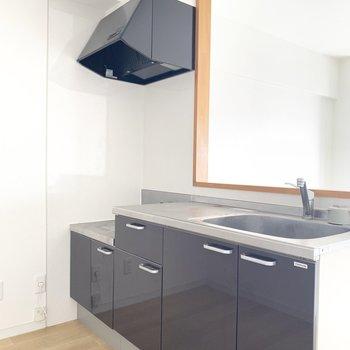 キッチンは反対側上部にも棚付き。冷蔵庫や、食器棚を置くスペースもしっかりと○