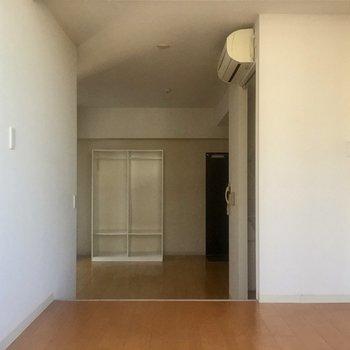 窓側から。広々していますね※写真は10階の同間取り別部屋のものです