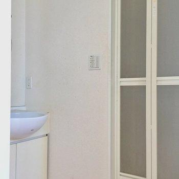 サニタリースペース。仕切りをつければ脱衣所にもなりますよ。※写真は10階の同間取り別部屋のものです