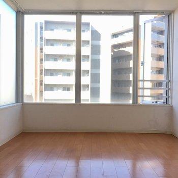 自慢の一面窓ですよ☼※写真は10階の同間取り別部屋のものです