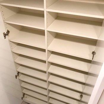 シューズボックスはこんなに大容量!大事なコレクションも綺麗に保管できます。
