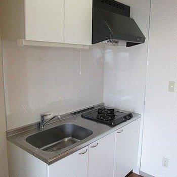キッチンもガス二口で便利です!※写真は11階反転間取り別部屋のものです