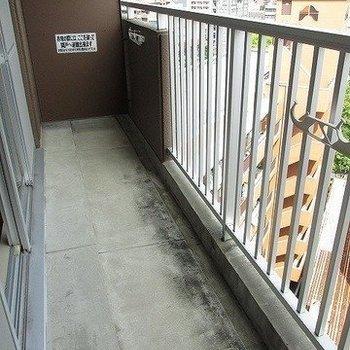 ベランダも広いです。※写真は11階反転間取り別部屋のものです