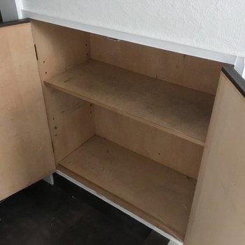 奥行きはあんまりないかなぁ・・・ボックスに入れて収納すれば良さそう。(※写真は清掃前のものです)