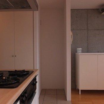 冷蔵庫はここへ。※写真は5階の同間取り別部屋のものです
