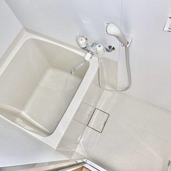 お風呂はぎゅっと正方形。※写真は前回募集時のものです