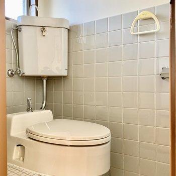 トイレは昔ながらの雰囲気を残した洋式タイプ。※写真は前回募集時のものです