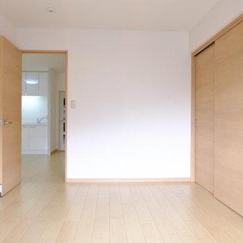 6帖の洋室 (※写真は2階反転間取り別部屋のものです)