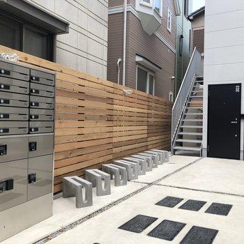 駐輪場も宅配ボックスも。