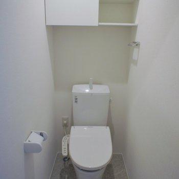 トイレは収納棚もあるよ~。