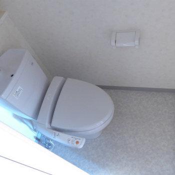 トイレは嬉しいウォシュレット付き。(※写真は9階の同間取り別部屋のものです)