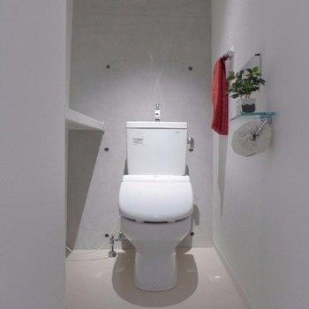存在感のあるトイレ※写真は2階の同間取り別部屋のものです