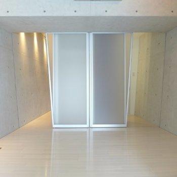 5.8帖の洋室※写真は2階の同間取り別部屋のものです
