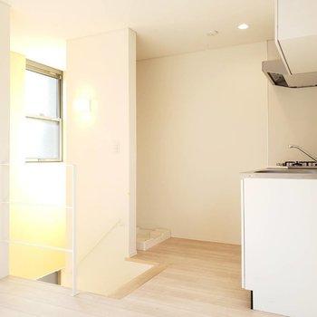 キッチン背後には洗濯機スペース。※写真は前回募集時のものです