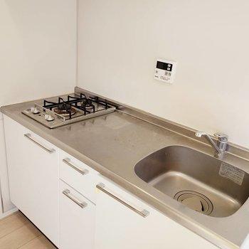 コンロは二口!広い調理場がありがたい。※写真は前回募集時のものです
