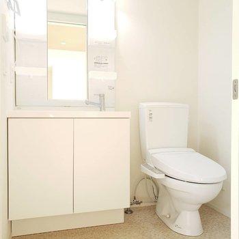 サニタリースペース。左にお風呂がありますよ。※写真は前回募集時のものです