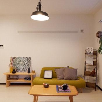 北欧風のインテリアもよく合います。※家具はサンプルです