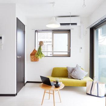 角部屋2面採光。明るいお部屋です。※家具はサンプルです