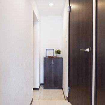 スッキリとした玄関です。※家具はサンプルです