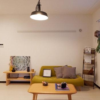 北欧風のインテリアもよく合います。※写真は2階の同間取りの別部屋のものです。家具はサンプルです