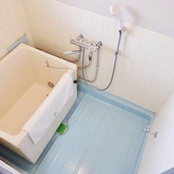 浴室。レトロですが追い炊き付き。機能性は◎です。