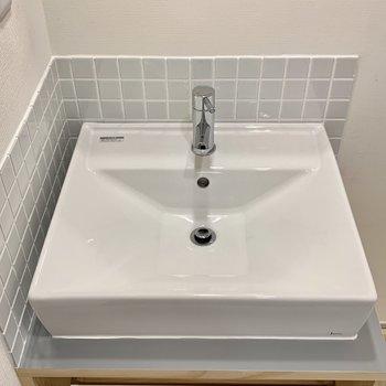 四角い洗面台で毎朝の準備も気持ちよく!